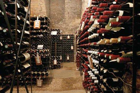 a dijon des ench res du vin pour la bonne cause a dijon des ench res du vin pour la bonne. Black Bedroom Furniture Sets. Home Design Ideas