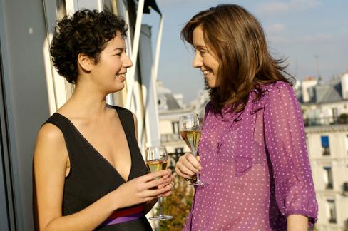CIVC-DINER ENTRE COPINES-SIPA PRESS-JP BALTELParis-FRANCE, le 17/11/07