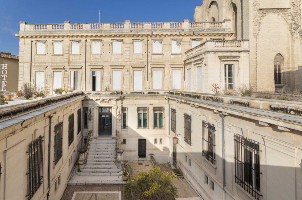 avignon carr du palais le faux architecte qui plante le projet avignon carr du palais. Black Bedroom Furniture Sets. Home Design Ideas