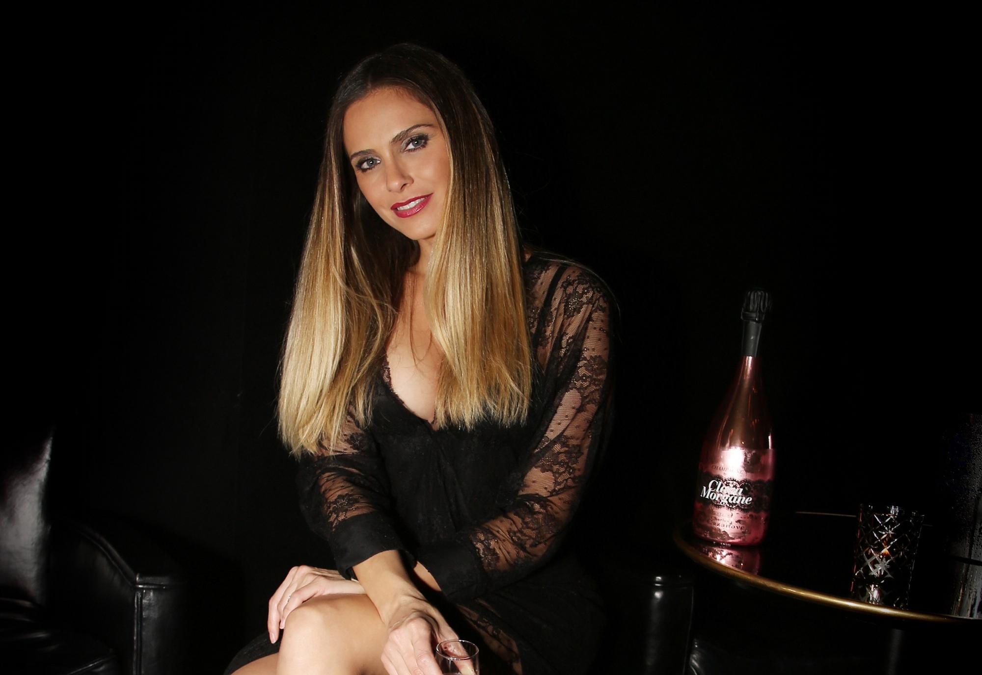Calendrier 2020 De Clara Morgane.Champagne Clara Morgane Rhabille Charles De Cazanove